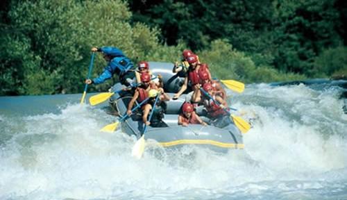 Técnicas-imprescindibles-para-practicar-el-rafting-con-seguridad-500x288.jpg