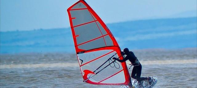 windsurfing-71023_640-640x288.jpg